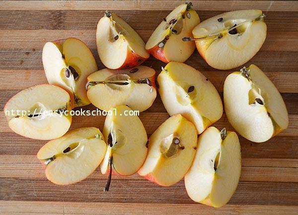 Яблоки для яблоного повидла порезаны