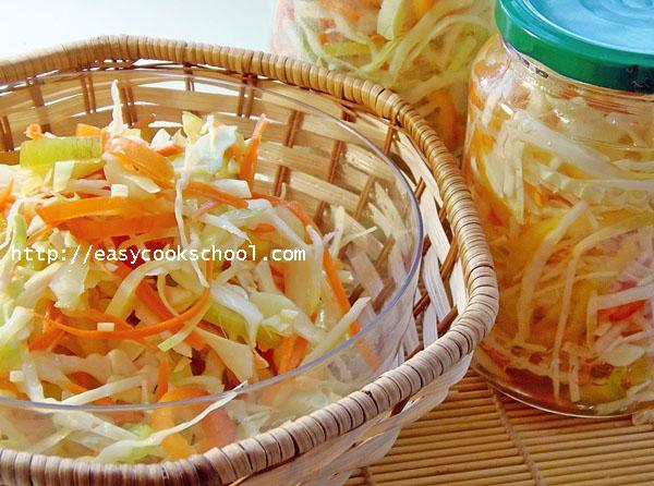 Салат из шпрот с сухариками помидорами