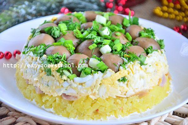 Грибная поляна салат с копченой курицей