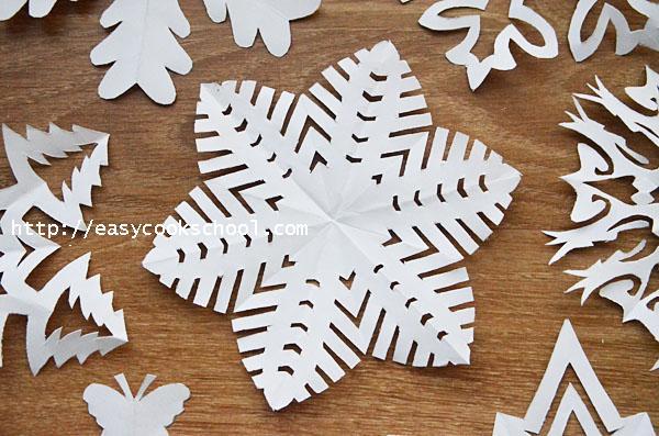 Скачать как вырезать снежинки из бумаги своими