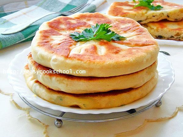 Лепешки на кефире: рецепт на сковороде с начинкой, с фото