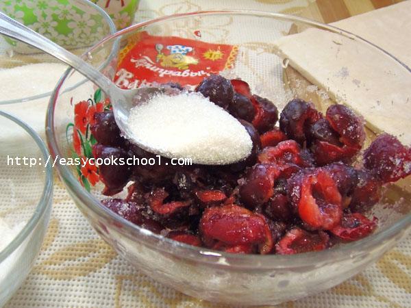 Хрустящие вишневые слойки к чаю - рецепт пошаговый с фото